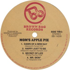 MOM'S APPLE PIE 1972 D