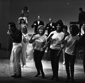 JACKIE WILSON WITH THE BLOSSOMS (L-R: DARLENE LOVE;FANITA JAMES;JEAN KING), THE WELLINGTONS AND THE SHINDIG DANCERS