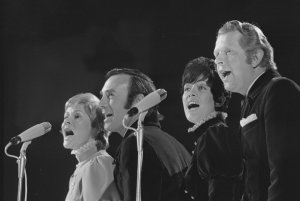 Jackie (3rd from left) with Anita Kerr Singers